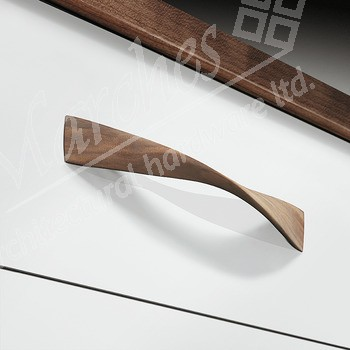 Twist Pull Handle 388mm- Oak
